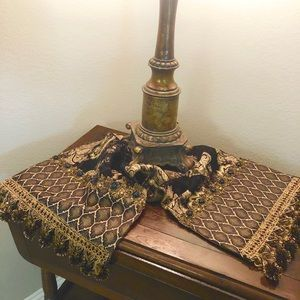 Luxury accent table runner